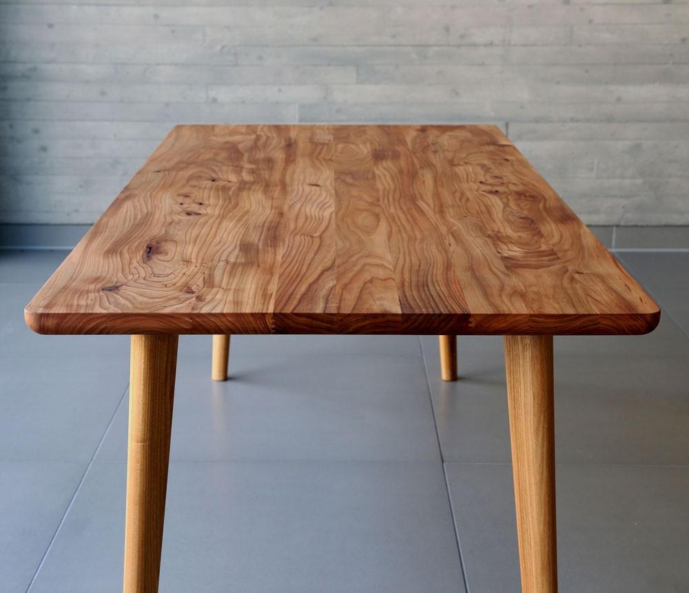 Tischbeine Holz Rund Konisch ~ Durch die geschickte Anordnung der Tischbeine lässt es sich ganz