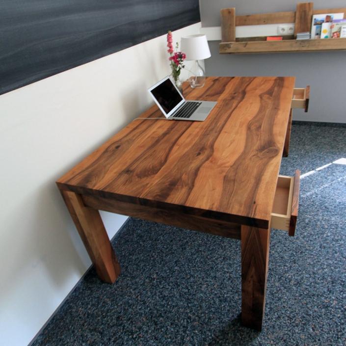Esstisch nussbaum massiv holzgesp r esstisch nach ma for Schreibtisch hoch