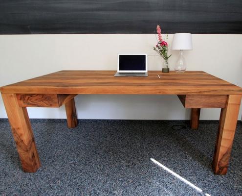 Schreibtisch Nussbaum nach Maß